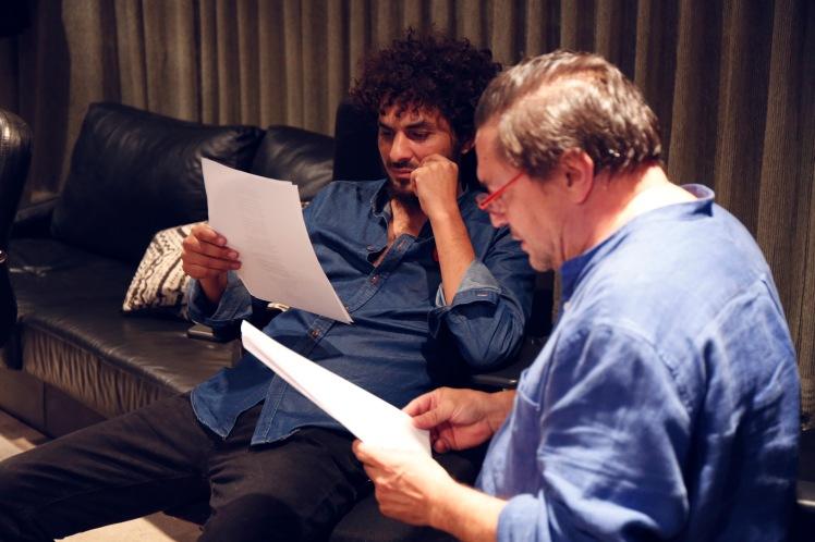 Lin Cortés preparando uno de los temas de repertorio con Paco. Foto: Miguel Martínez (Gallino Films)